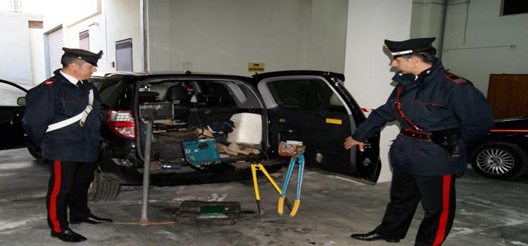 Banditi messi in fuga dai carabinieri, recuperata auto rubata