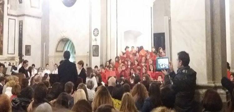"""Concerto dell'I.C. """"Gallo-Positano"""", musica e colori per festeggiare il Natale"""