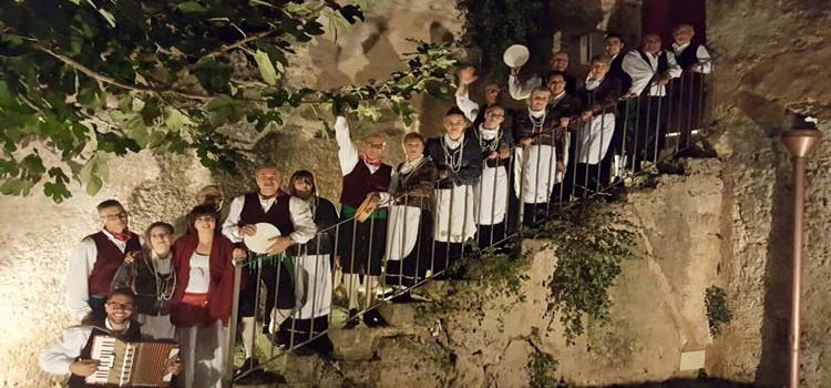 Il gruppo folk La Murgia a Bari per San Nicola