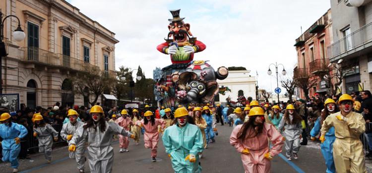 Carnevale di Putignano, le sfilate e gli appuntamenti da non perdere