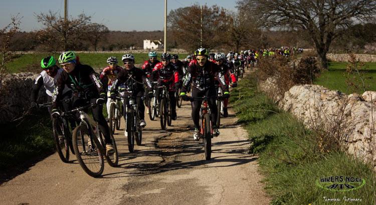 Magicamente tutti in bici: la tappa nocese accoglie 340 bikers