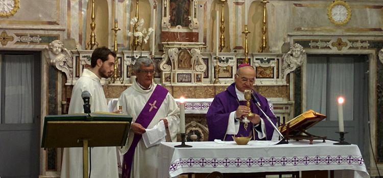 """Mons. Padovano celebra l'ultima messa per Noci: """"La croce è il segno dell'amore di Dio per noi"""""""