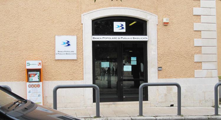 Rapina alla BP di Puglia e Basilicata, caccia ai fuggitivi