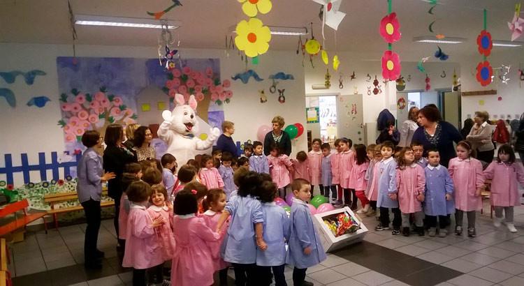 """Festa alla scuola dell'infanzia """"L. Gallo"""", doni e materiale didattico per salutare la Pasqua"""