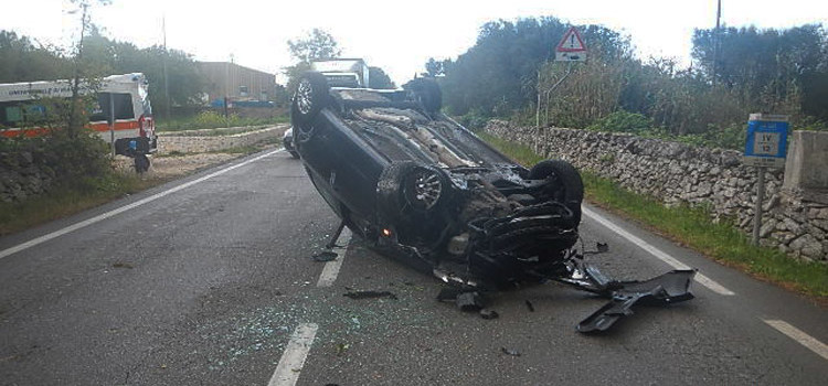 Incidente sulla SP239, auto ribaltata