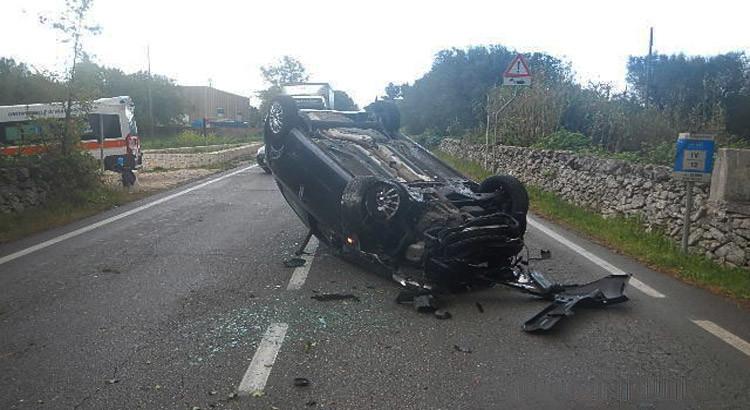 Incidente sulla SP239, auto ribaltata