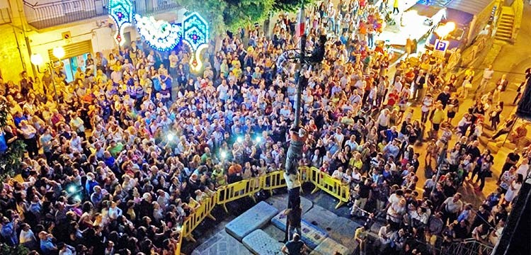 Festa rionale di San Giovanni, la tradizione prosegue tra fede e cuccagna