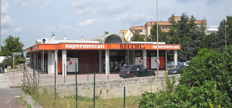 Rapina al supermercato, malviventi fuggono con incasso della giornata
