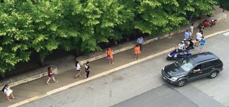 Lite tra giovanissimi in via Siciliani, spunta bastone in ferro