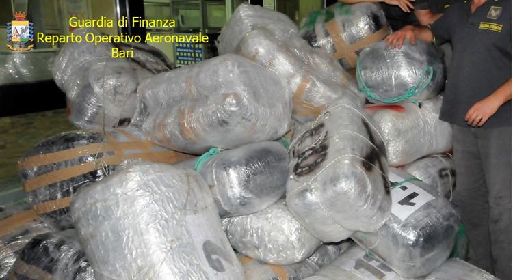 Maxi sequestro di droga: GDF sventa sbarco di marijuana sulle coste pugliesi