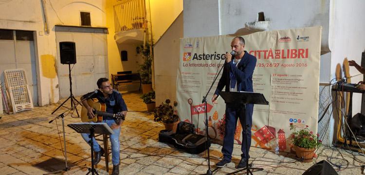 """Serata conclusiva di """"Asterischi"""", il connubio parole-musica ha animato il centro storico"""