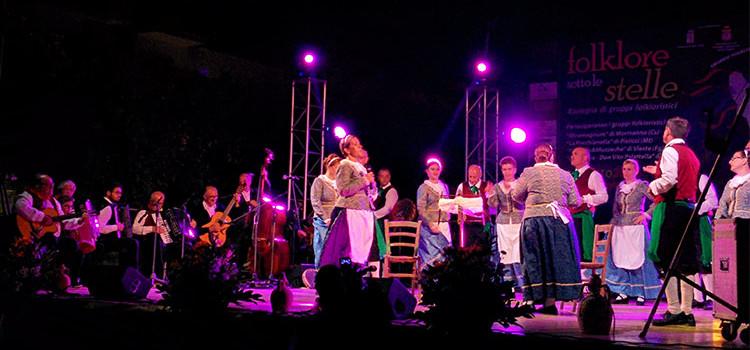 """""""Folklore sotto le stelle"""", la musica tradizionale torna in piazza"""