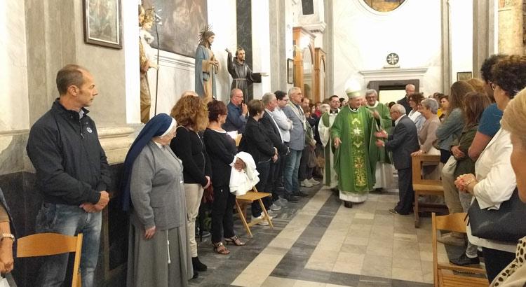 chiesa-madre-santoro-saluto-fedeli