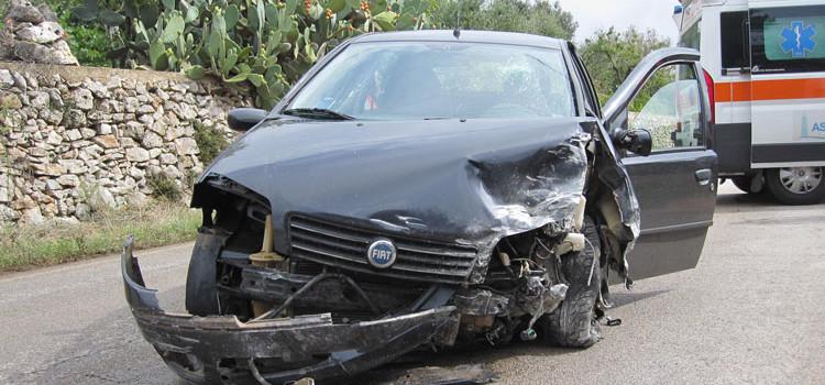 Incidente sulla provinciale per Barsento, ferito neopatentato