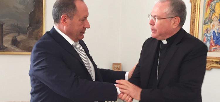 Arte: Vicenti incontra il vescovo Favale