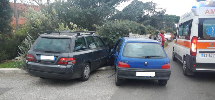 Incidente ad Abitarea, due auto coinvolte