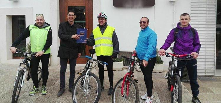 """""""Pedala e difendila"""", la tappa nocese del tour ciclistico del M5S"""