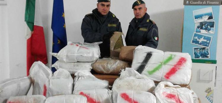 Traffico stupefacenti: intercettati 350kg di marijuana sul litorale tra Polignano e Monopoli
