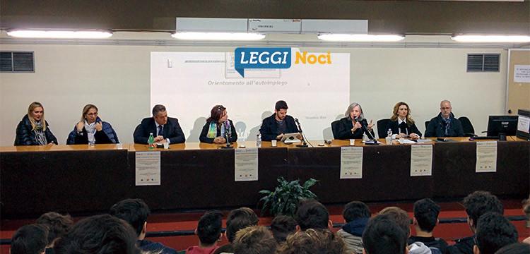 """Liceo """"Da Vinci-Galilei"""": il mondo del lavoro spiegato ai giovani"""