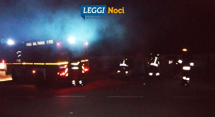 Cassonetto in fiamme, intervengono i VVF