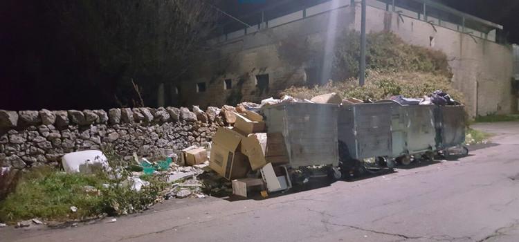 Nessun freno ai rifiuti depositati per strada