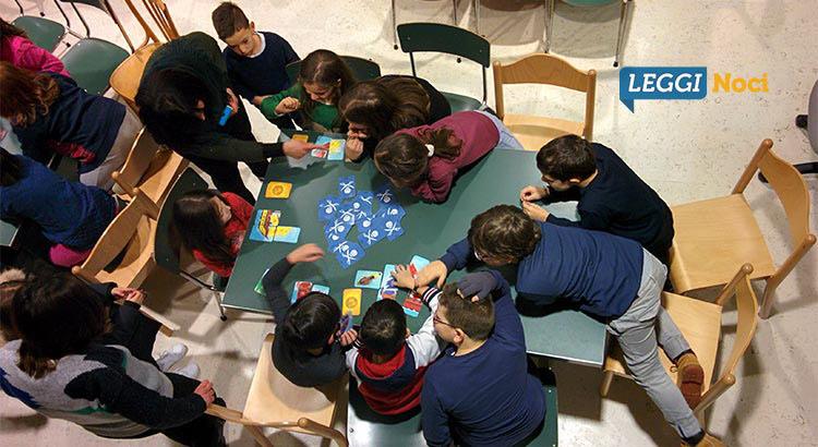 scuola-biblioteca-gioco-carte