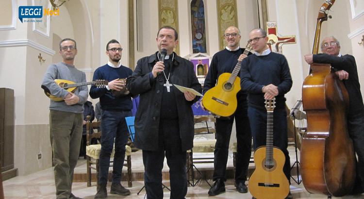 """""""Noci mia"""", il saluto in musica de Gli Amici del Plettro a Mons. Intini"""