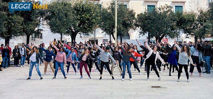 "Flash mob, a Noci si balla sulle note di ""All night"""
