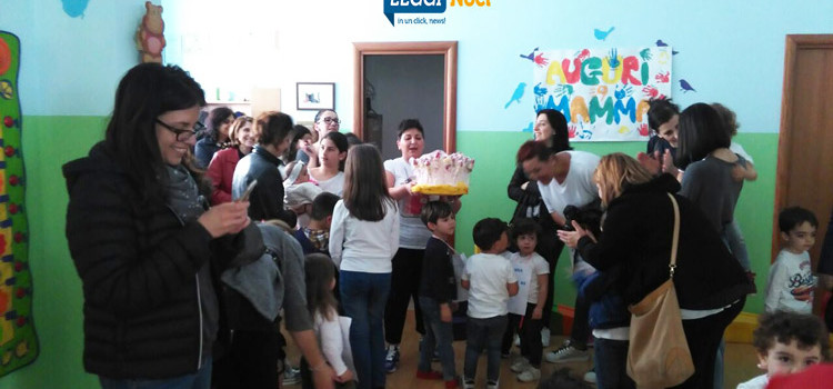 Festa in ludoteca: i bambini omaggiano le mamme
