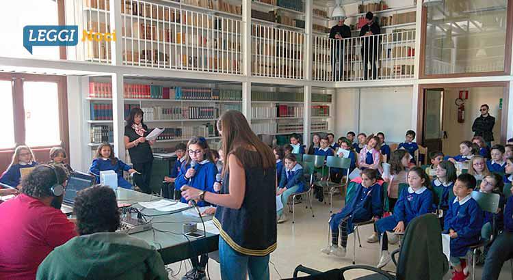 scuola-legalita-microfono-alunni