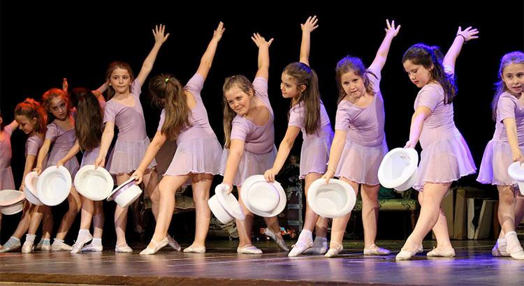 """""""La soffitta dei ricordi"""", la Ballet School ripercorre la musica del '900"""