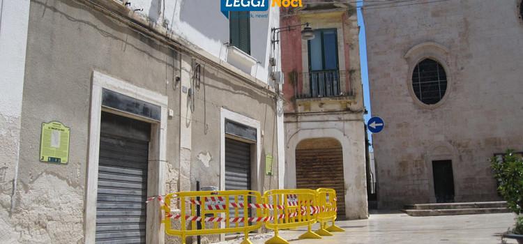 Piazza Plebiscito, piovono calcinacci