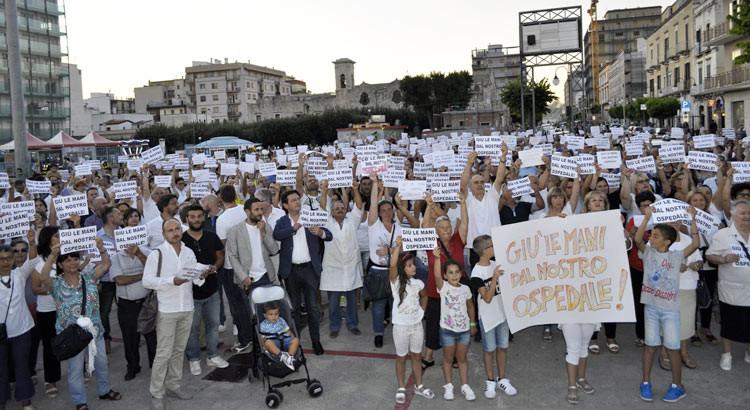 Difesa ospedale di Putignano, in migliaia partecipano al corteo
