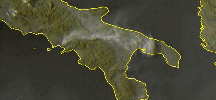 Incendio sul Vesuvio: la nube di fumo arriva anche a Noci