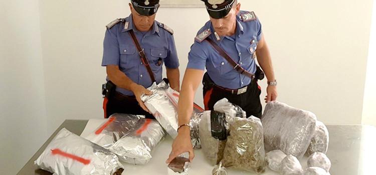 """Scantinato """"puzzolente"""", trovati 12kg di droga"""