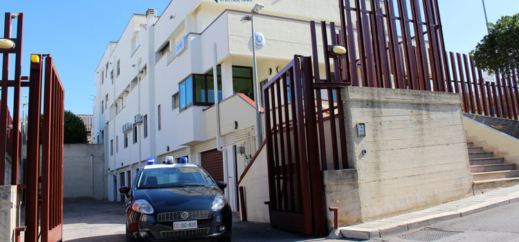 52enne nocese evade dai domiciliari: dovrà rispondere di evasione