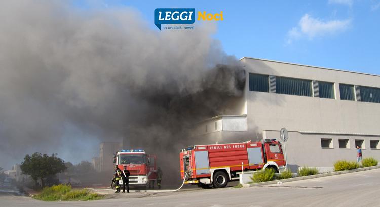 incendio-zona-industriale-vvf-capannone