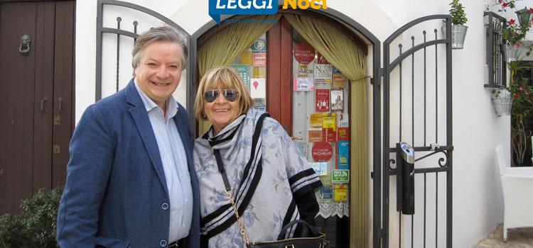Anna Moroni visita il centro storico di Noci