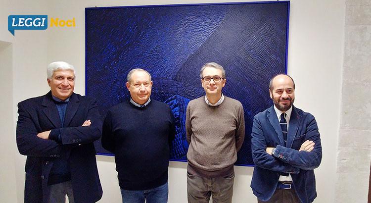 """Carlo Vicenti dona un'opera della serie """"Correnti"""" alla Biblioteca di Noci"""