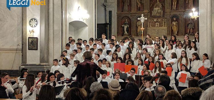 """Concerto di Natale del Comprensivo """"Gallo 2° Circolo"""": connubio di musica e emozioni"""