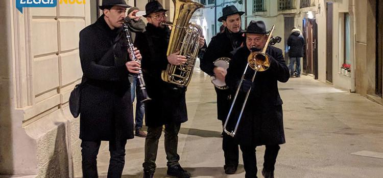 """""""Festa di Natale"""": musica, teatro e artisti di strada fanno rivivere il cuore di Noci"""