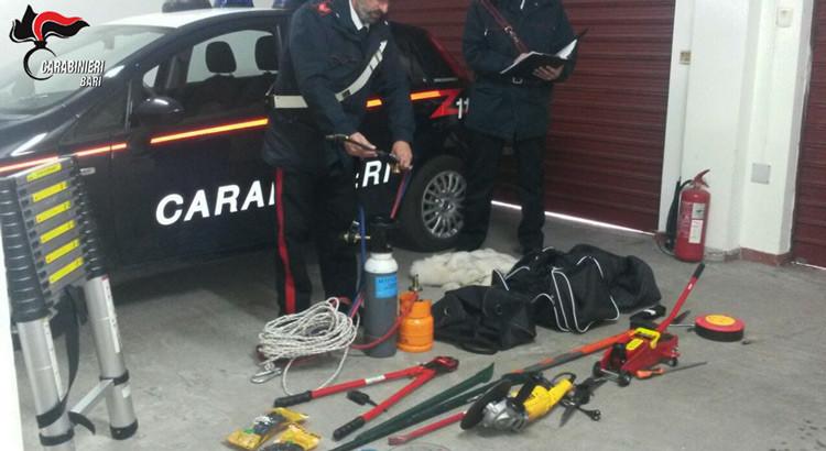 Reati contro il patrimonio: Carabinieri recuperano attrezzi di una banda di ladri
