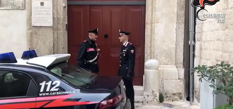 Spacciavano hashish dalla propria abitazione, arrestati fratelli gemelli