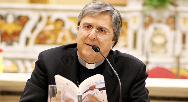 """Incontri in libreria: """"Spiritualità e Politica"""" con Mons. Savino"""