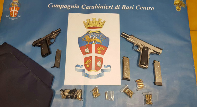 Interrotto summit criminale a Japigia: sequestrate due pistole e un giubotto antiproiettile