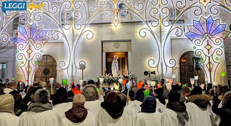 madonna-lourdes-processione-statua-chiesa