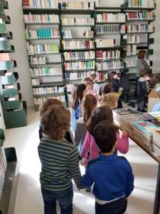 Scuola-infanzia-scaffali