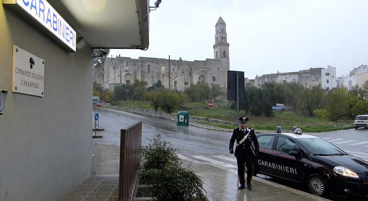 """Scappa """"all'alt"""" dei Carabinieri con auto rubata, arrestato"""