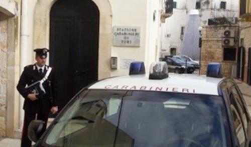 Incendia auto e si scaglia contro i Carabinieri, arrestato marocchino