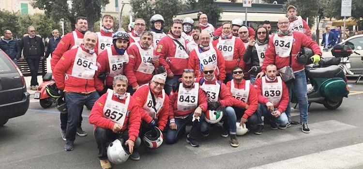 """Uno """"sciame"""" di Vespa invade Piazza Garibaldi"""
